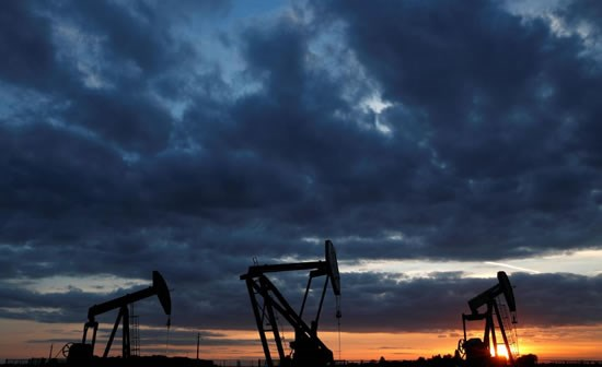 Brent oil futures climb above $60 on U.S. inventory draw