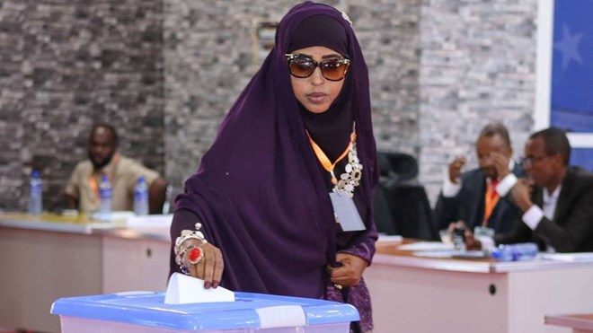 A member of parliament of Somalia's Jubaland State casts her vote at a past election. PHOTO | STRINGER | AFP