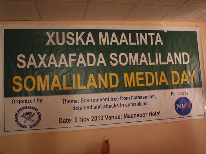 http://www.hiiraan.com/images/2013/Nov/Maalinta_Saxaafadda_Somaliland_9.JPG