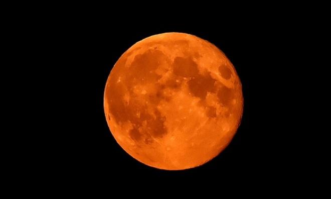blood moon sunday night time