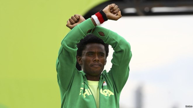 201682663607769942119932499FE009E A4F3 4E3B B504 94D0E13478E5 w987 r1 s Olympics Marathon Medalist's Protest Shines Spotlight on Unrest in Ethiopia