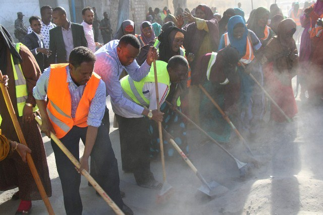 Mogadishu local government launches cleaning campaign