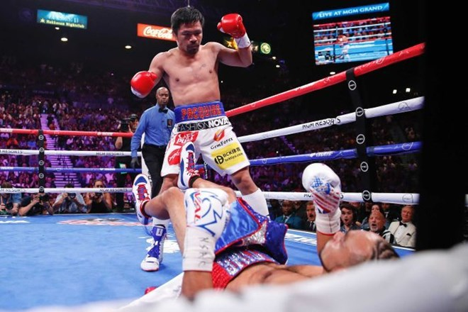 Manny Pacquiao beats Keith Thurman on points to win WBA world welterweight title