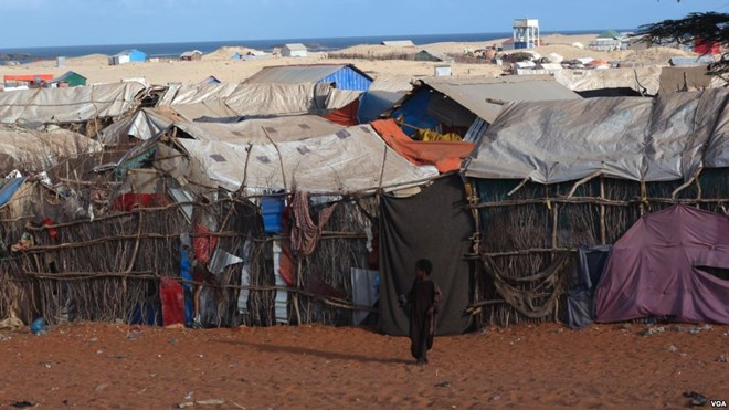 Camp Kismayo: Most returnees ended up living in camps. Unlike Dadaab camp in Kenya, camps here lack basic services, Kismayo, Somalia, Nov. 18, 2016. (M. Yusuf/VOA)