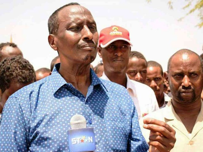 Former Saudi Arabia Amb. Mohamed Abdi who is seeking to unseat Governor Ahmed Abdullahi speaking to the press in Wajir town yesterday.