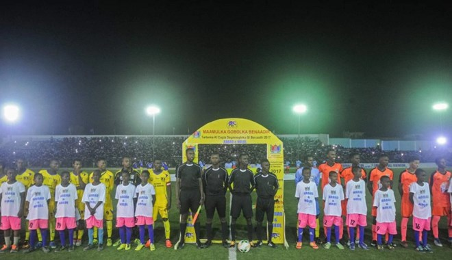 Players stand before the football match between Hodan (orange) and Waberi district (yellow) for the first time in thirty years at the Konis Stadium, renovated by FIFA, in Modadishu, Somalia, on September, 8, 2017. AFP Photo