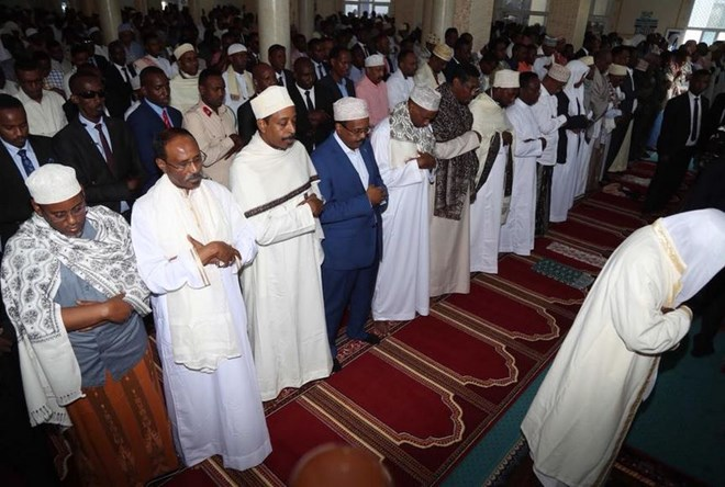 With prayers, sacrifices, Muslims in Somalia celebrate Eid ...