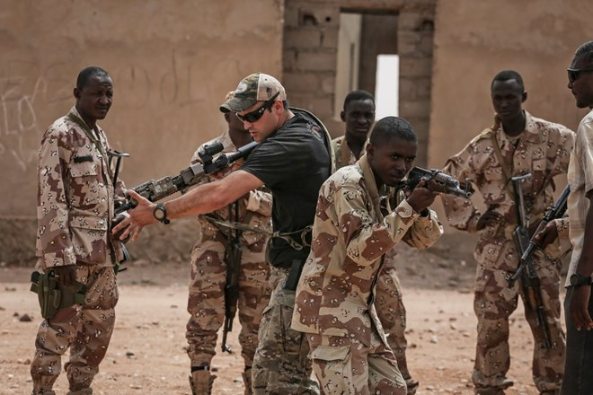 An American Special Forces soldier training Nigerien troops during an exercise in April outside Agadez, Niger.