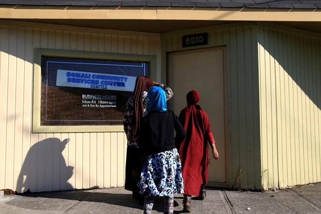 Hodan Bahir and her children come to the Somali Community Services Center in Seattle to practice for a community event. Bahir, who often goes by Esther, takes two trips to bring her son and four daughters Salma (15), Suweyda (13), Suheyb (11), Samra (10) and Sabrina (7) on a Saturday. (Photo by Ester Ouli Kim.)